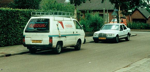 De eerste bus van A. Boon Schildersbedrijf.